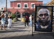 Destruyen las imágenes de una exposición dedicada a migrantes en