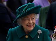 Isabel II pasó la noche del miércoles en el hospital para someterse a