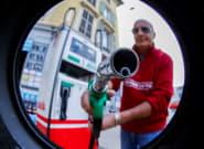 Francia anuncia una subvención de 100 euros ante el alza de los