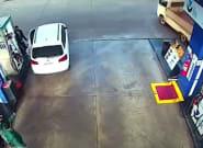 El impactante vídeo del descuido de un conductor en una