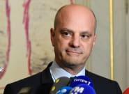 Jean-Michel Blanquer incite les lycées à interdire les téléphones portables, comme la loi le