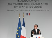 La cote de popularité de Macron chute encore, à