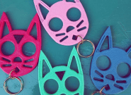 ¿Qué son estos gatitos de plástico y por qué se está hablando tanto de