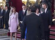 El error de protocolo que han cometido Pedro Sánchez y su mujer con los