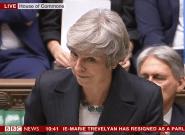 Accord Brexit: Theresa May interrompue par les cris d'opposants au