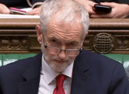 Jeremy Corbyn presenta una moción de censura contra May por aplazar la votación del