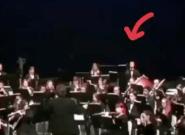 Te costará creer lo que le ha pasado a este músico en pleno