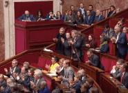 Mélenchon et les Insoumis font une standing ovation à Édouard