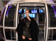 Céline Dion frappe fort avec ces bottes à plumes