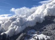 Une impressionnante avalanche déferle sur Vinadi en