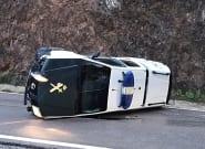 Vuelca un vehículo de la Guardia Civil que participaba en el rescate de