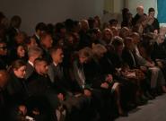 En hommage à Karl Lagerfeld, la Fashion Week de Londres observe une minute de
