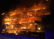 Draguignan: les images impressionnantes de l'incendie d'un