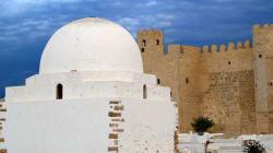 Wikipédia met les monuments tunisiens à
