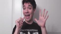 Il claque des doigts comme personne