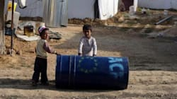 Des milliers de réfugiés syriens fuient au
