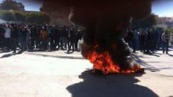 Bâtiments officiels incendiés et heurts entre policiers et manifestants à