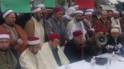 Des Imams manifestent devant l'Assemblée pour accélérer l'adoption de la loi sur les