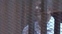 Morsi dans une cage en verre pour son