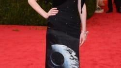 어떤 스타가 스타워즈 드레스를 입었을까?