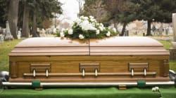 HIVに感染し、自殺した恋人の葬式