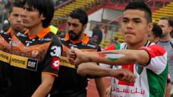 Les joueurs du CD Palestino (Chili) dessinent la carte de la Palestine sur leurs bras en hommage à