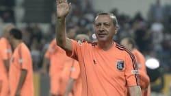 Turquie: Tayyip Erdogan joue au foot et marque trois fois