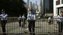홍콩 경찰, 시위대 바리케이드 철거