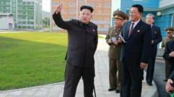 Corée du Nord: Kim Jong-Un refait surface, appuyé sur une