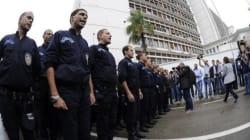 Des centaines de policiers ont passé la nuit devant le Palais du gouvernement à