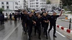 La nuit, devant la Présidence algérienne, des policiers entre déprime et colère: