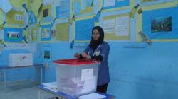 A Tunis, les électeurs votent dans le calme... à l'extérieur des bureaux, la vie suit son