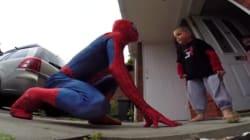 «Έφυγε» ο μικρούλης που αγκάλιασε τον spiderman- μπαμπά
