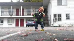 이 꼬마는 덥스텝 댄스의