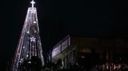 «Πόλεμος» Βόρειας και Νότιας Κορέας για ένα Χριστουγεννιάτικο