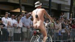 나체로 자전거 타다 벌금, 이유는 헬멧