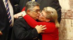 Τα highlights της ψηφοφορίας στη Βουλή και το φιλί