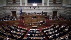 Ψηφίστηκε η παράταση του Μνημονίου εν μέσω σφοδρής αντιπαράθεσης για τις πολιτικές