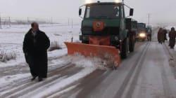L'Est de l'Algérie sous la neige : routes fermées, villages isolés, la protection civile et la gendarmerie sur la