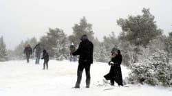 Προβλήματα από τις χιονοπτώσεις ακόμα και στην Αττική: Ποιοι δρόμοι είναι κλειστοί και πού χρειάζονται