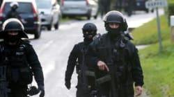 Charlie Hebdo : les suspects salués par l'EI et traqués pendant