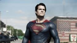 슈퍼맨, 배트맨, 스파이더맨 가슴팍의