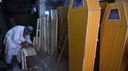 Pakistan: Les fabriquants de cercueils font des affaires en