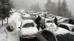 Plusieurs routes bloquées par les chutes de neige à travers