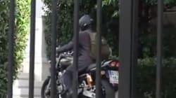 Και μηχανόβιος ο Βαρουφάκης: Στο Μαξίμου με τη μηχανή