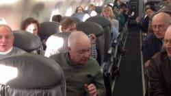 연착된 비행기에 할아버지 중창단이 타고