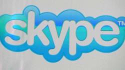 Une belle femme sur Skype, et des