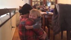 Η συγκινητική στιγμή που ένα αγοράκι αγκαλιάζει ξανά μετά από τρεις μήνες τη μητέρα η οποία έκανε