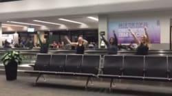 Bloquées pendant 13h à l'aéroport, elles trouvent une façon originale de tuer le