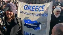 Διαδηλώνει στο Λονδίνο για την Ελλάδα ο διάσημος κωμικός Ράσελ